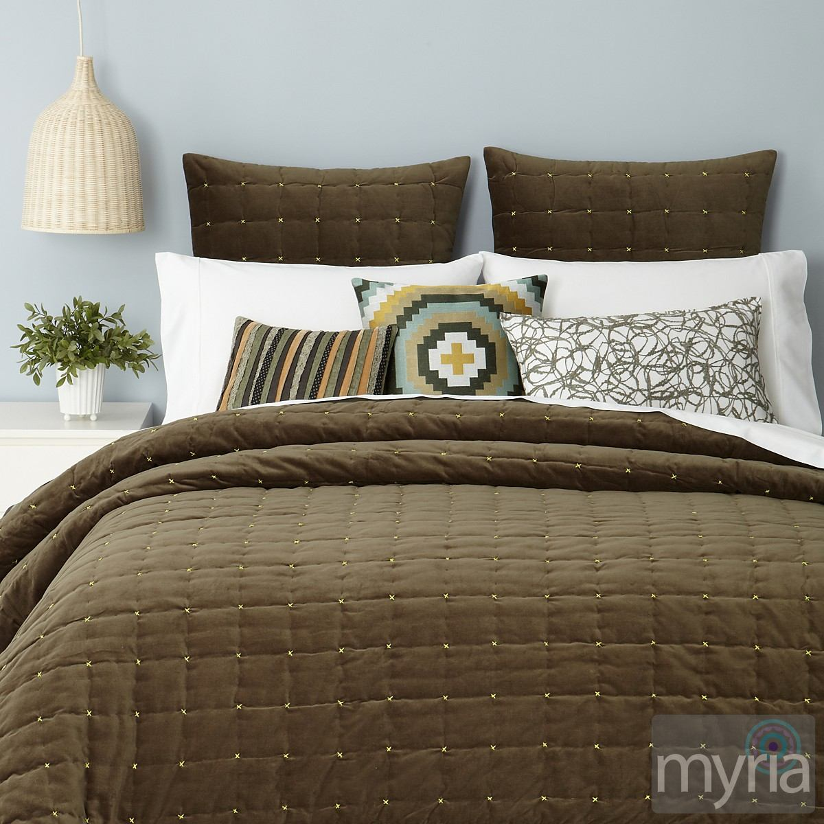 Casual Brown Patterns For A Comfortably Stylish Bedroom