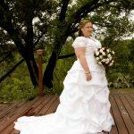 Debra's short-sleeved white weding gown