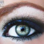 Eyeshadow smoky with blue