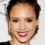Jessica Alba eye makeup and lipstick