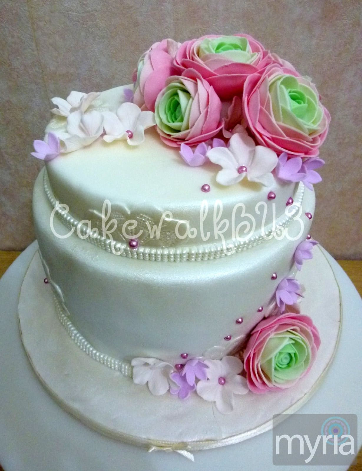 Pretty White Wedding Cake With Pearl And Sugar Paste Flowers Myria