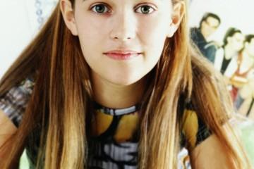 teen-girl-long-hair-myria
